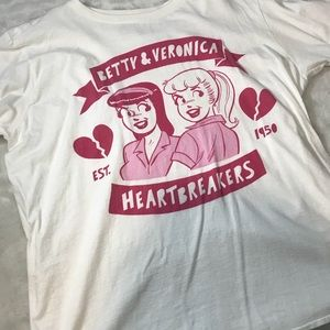 Tops - RIVERDALE BETTY AND VERONICA HEARTBREAKER TEE